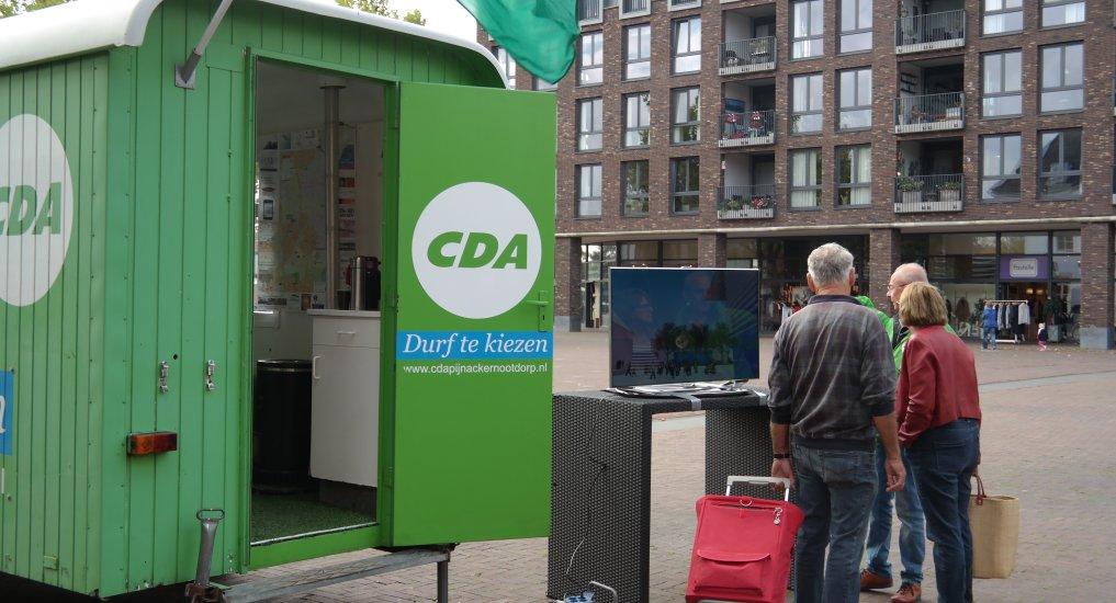 CDA toont video op Raadhuisplein.