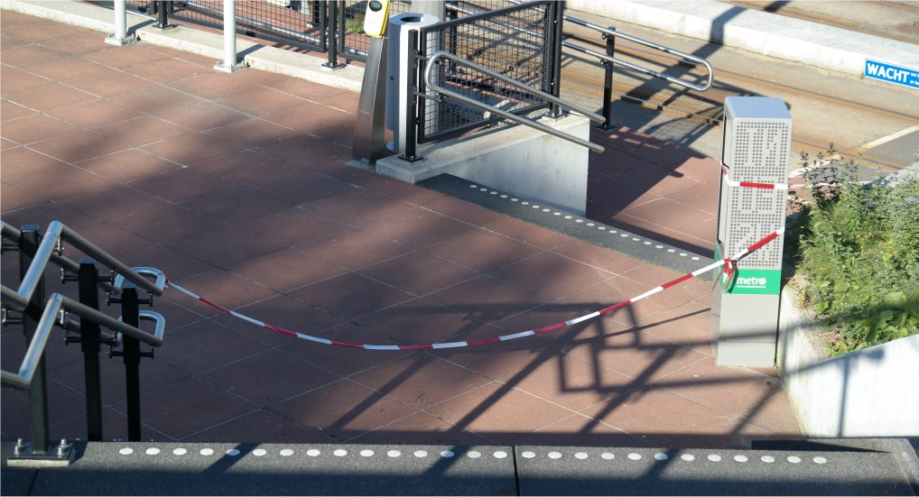 Gedeelte trap Station afgesloten.