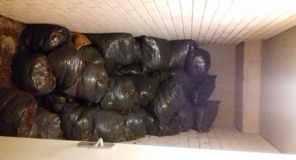 Wiet afval Ackershof2 geruimd.