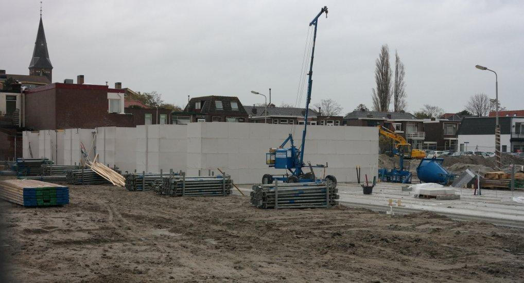 Eerste muren Emmastraat zichtbaar.