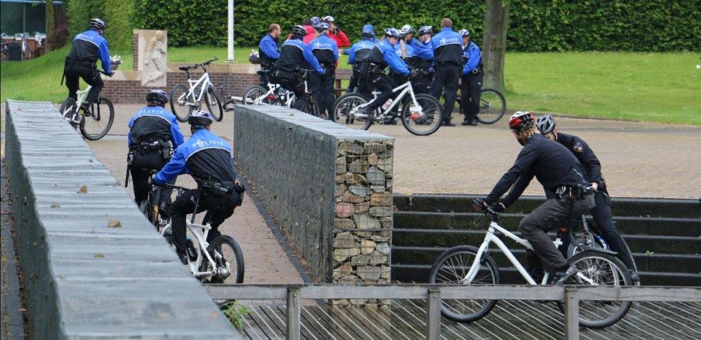 Politiebikers oefenen nabij Randstadrail.