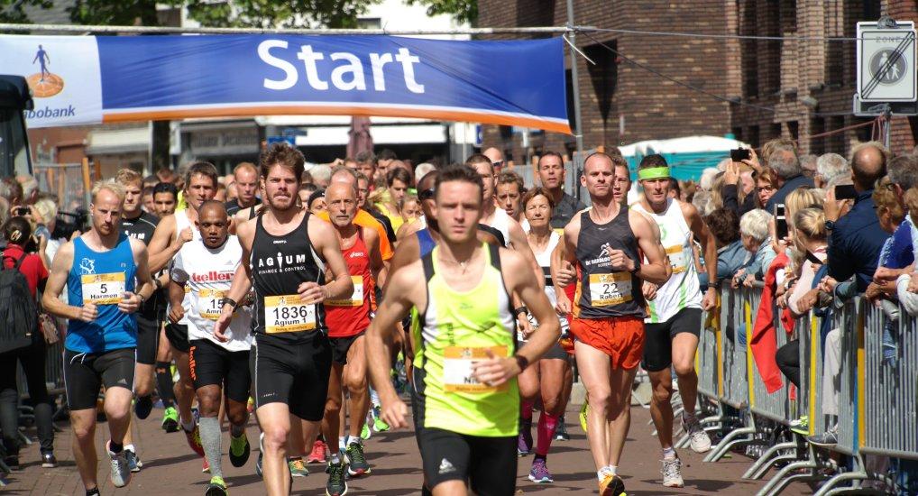 Oostland 1/2 Marathon in het centrum.