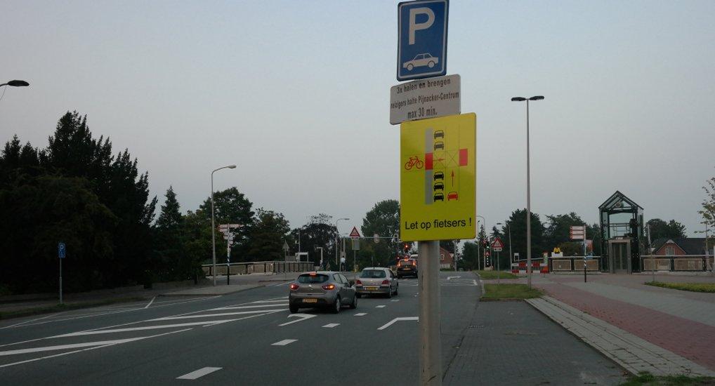 Nieuwe borden oversteek Oostlaan.