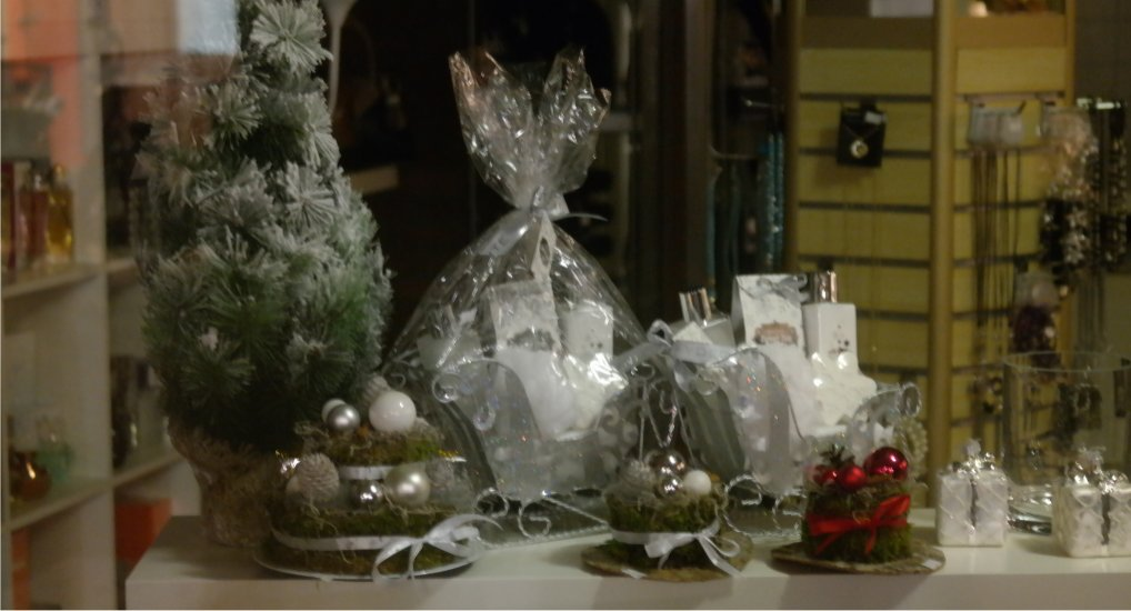 Robania Bijoux & Gifts open.