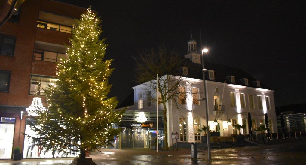 Kerstboom op het Raadhuisplein.