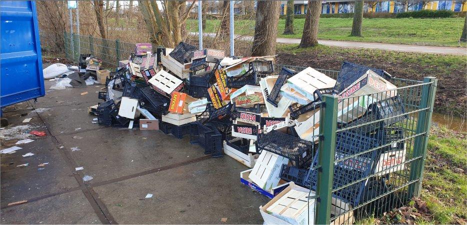 Ondernemer dumpt afval Sportlaan.