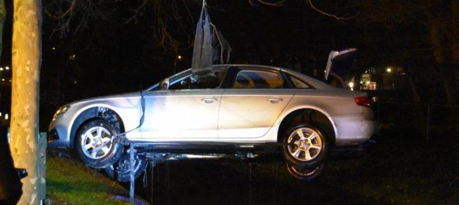 Auto in de Goudenregensingel.