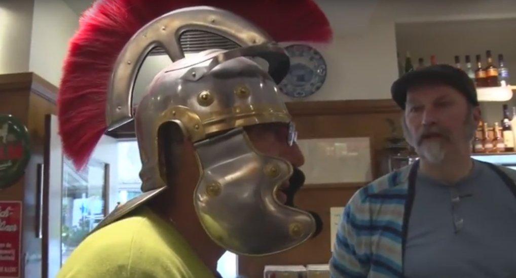 Beel vd Helm loopt door Pijnacker.