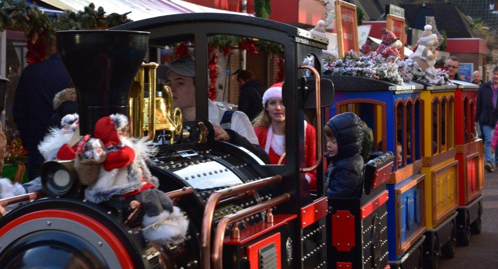 Gezellige kerstmarkt op het Raadhuisplein.
