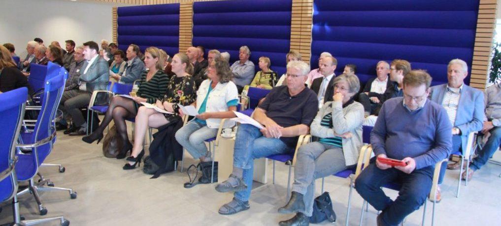 Insprekers bij hoorzitting Pijnacker Centrum.