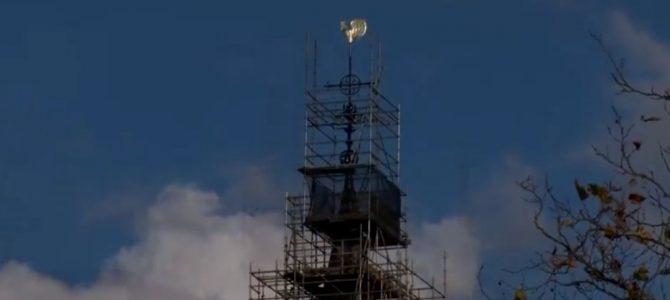 Torenspits weer op RK Kerk Oostlaan.