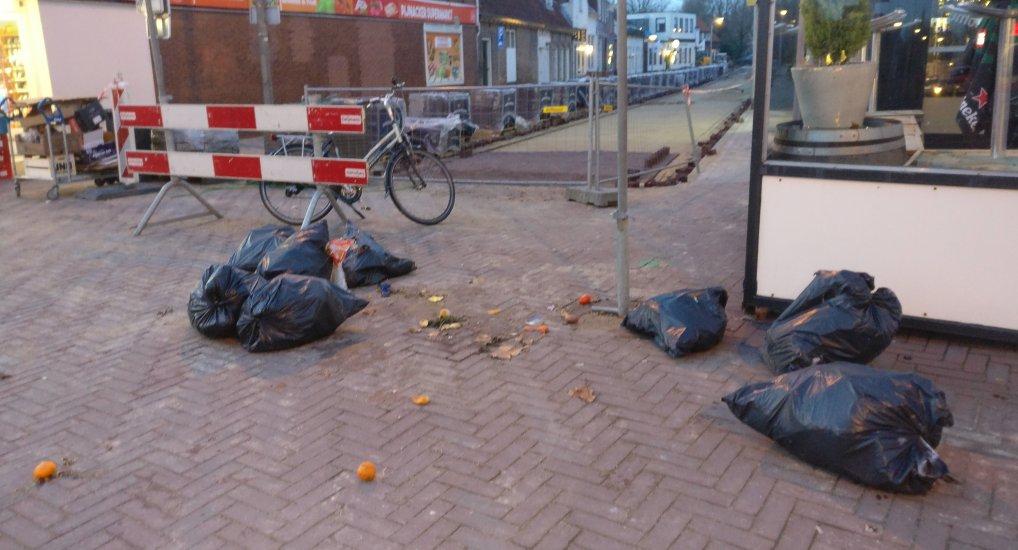 Afval op de Oostlaan.