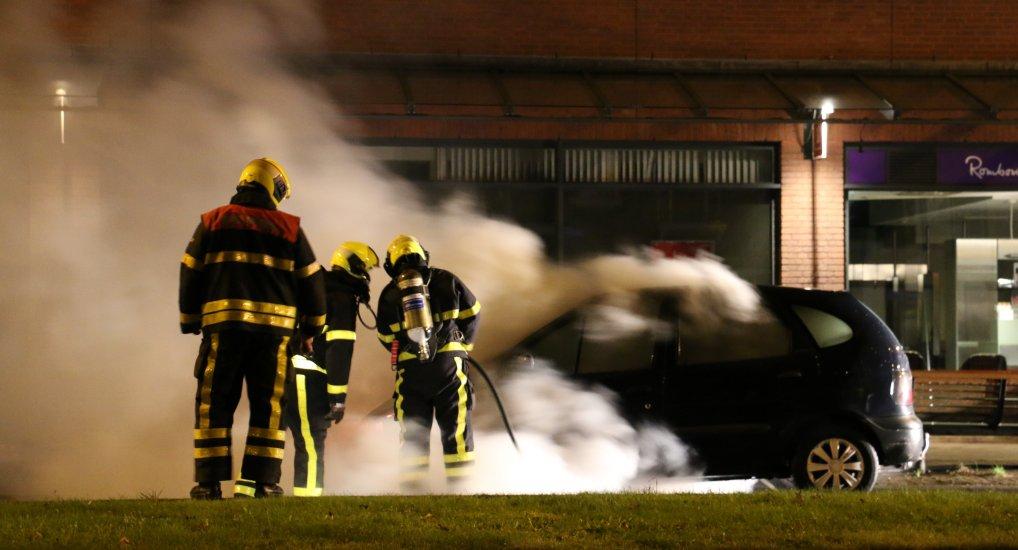 Autobrand op de Oostlaan.