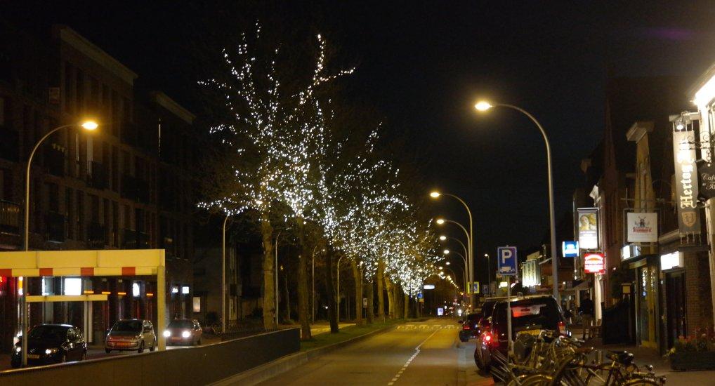 Sfeerverlichting op de Oost/Westlaan.