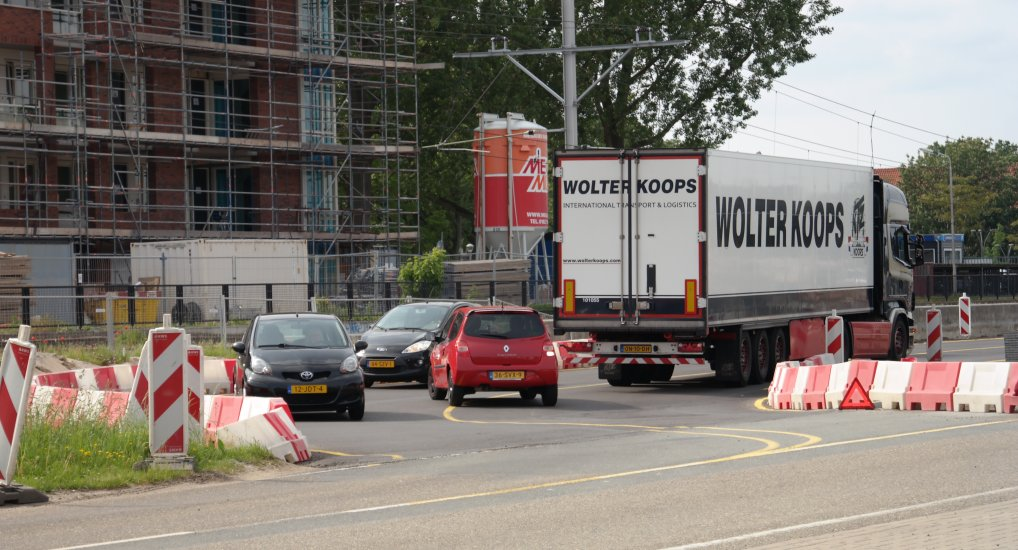 Vrachtwagen vast Pijnackerse Knoop.