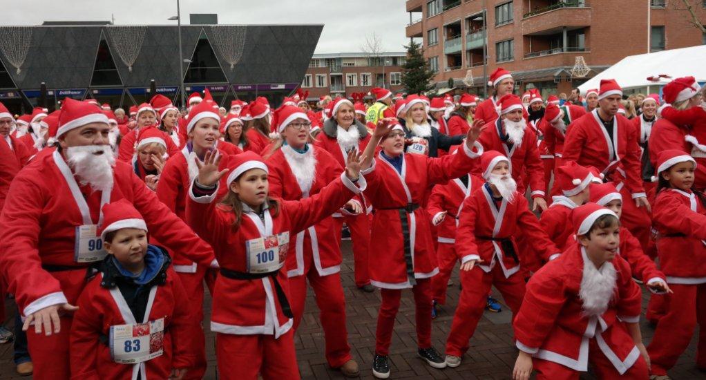 1e Santa run Raadhuisplein Pijnacker