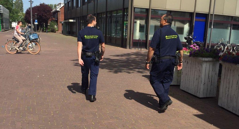Politievrijwilligers in het centrum.