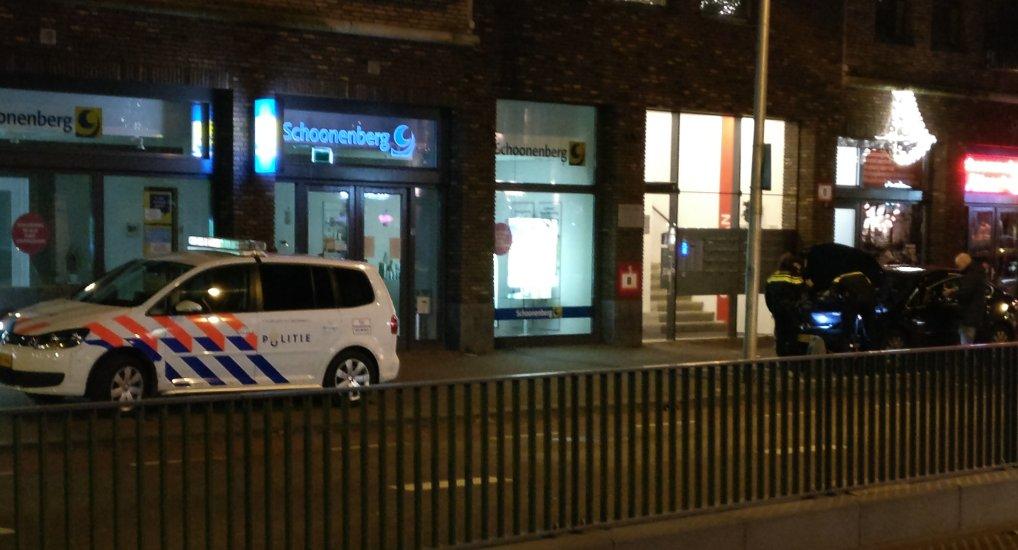 Politie controleert auto Oostlaan.