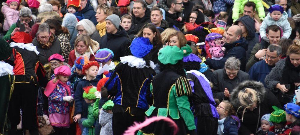 Sinterklaas en Zwarte Piet feestelijk onthaald.