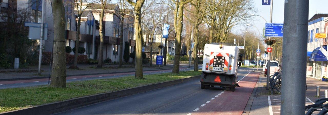 Asfalt Oost/Westlaan gerepareerd.