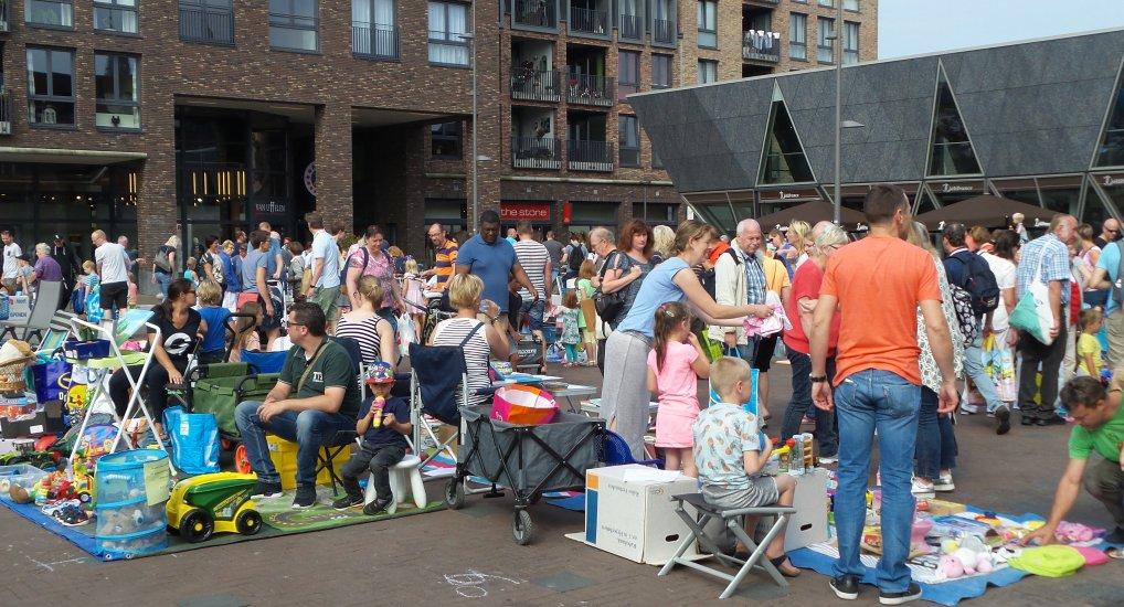 Kinderrommelmarkt Raadhuisplein.