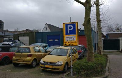 Hazelaarplein verboden te parkeren.