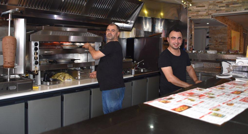 Tropische drukte bij Kebab Oostlaan.