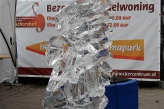 17-03-2012_ice_carving